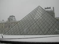 Le Louvre sous la neige